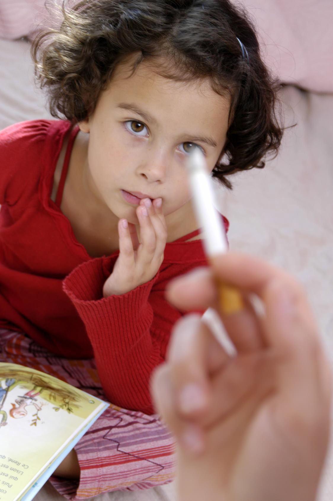 Le tabagisme passif fait grossir les enfants